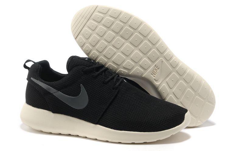 Chaussures Nike Roshe Run Noir